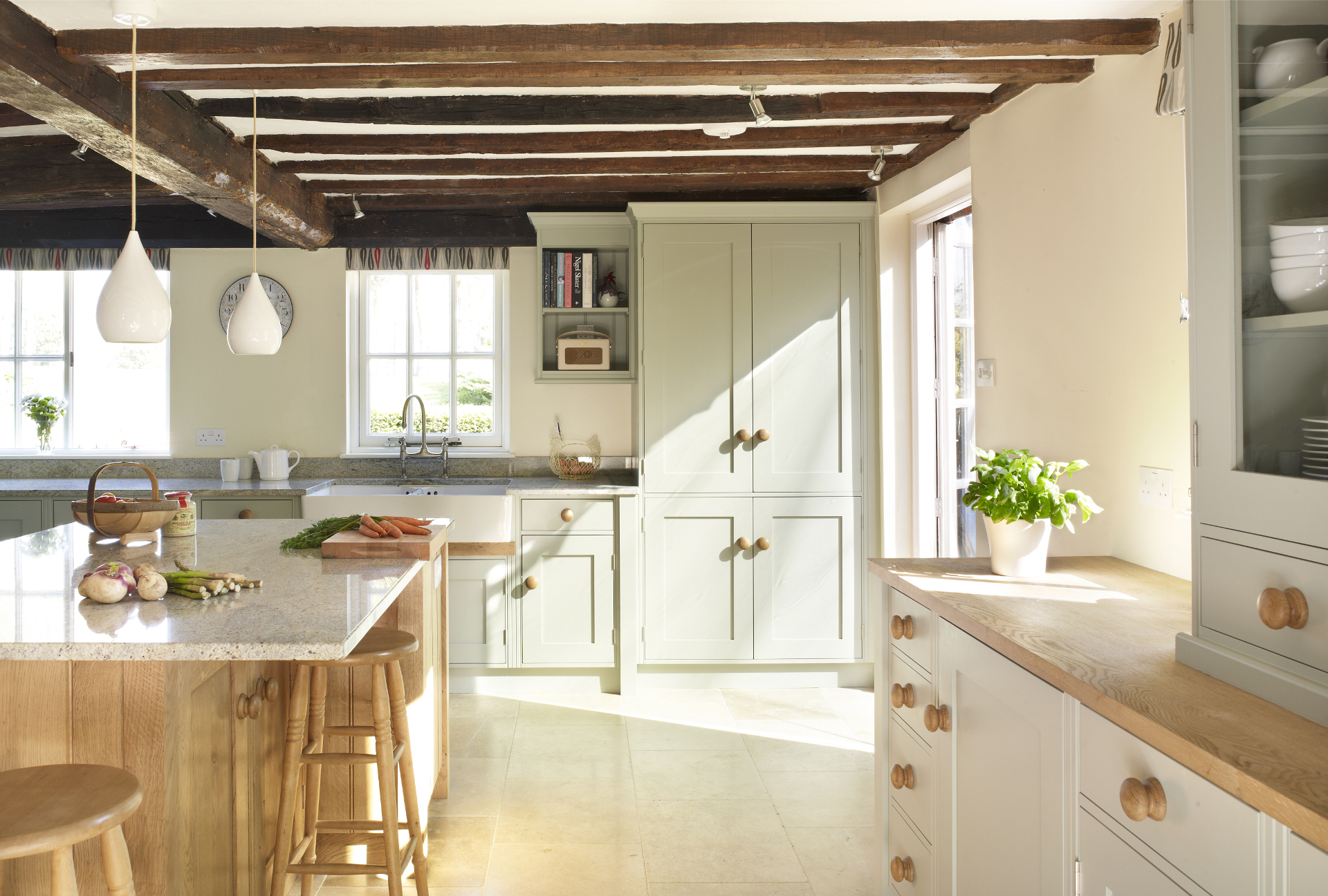 Traditional painted and oak rencraft for Traditional painted kitchens